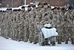Svenska Isaf-styrkor deltar i en medaljceremoni utanför Armémuseum i Stockholm.