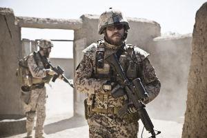 Claus Michael Pedersen (Pilou Asbaek) elokuvassa Sota