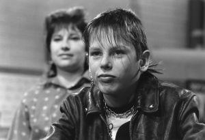 Tarkkis-sarjan opettaja (Anne Helminen) ja Tommi (Pasi Pitkäaho) 1987.