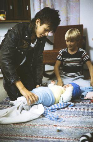 Kaatis-sarjassa (1988) Tommi (Pasi Pitkäaho) ja Ville (Jarno Jokinen) lapsenvahteina.