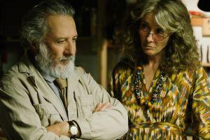 Dustin Hoffman ja Emma Thompson The Meyerowitz Stories -elokuvassa