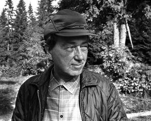 Rintamäkeläiset-sarjan näyttelijä Ahti Haljala roolissaan Veikko Honkosena.