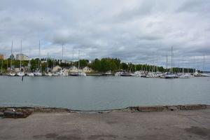 Gästhamnen i Dalsbruk sedd från den motsatta stranden.