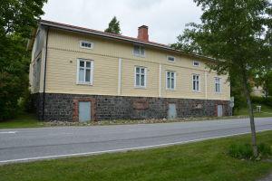 Hus i Dalsbruk med väg framför.