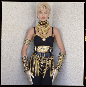 Linda Evangelista Chanel-asussa 1990-luvulla