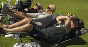 Folk i Jackson i Wyoming tittar på solförmörkelsen den 21 augusti 2017 i USA.