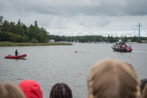 Sjöräddningsövning i Inre hamnen i Vasa.