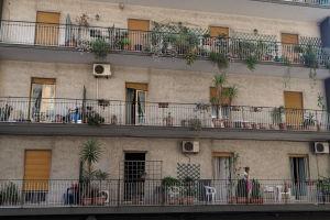 Skyddhemmet ligger i ett alldeles vanligt våningshus i Catania.