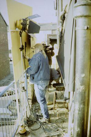 Äänittäjä Jari Kanerva työssä televisiosarja Pakanamaan kartan kuvauksissa Redcarissa, Pohjois-Yorkhiressa Isossa-Britanniassa vuonna 1990.