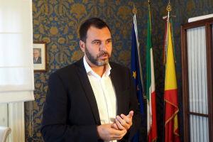 Giovanni Moscato är Vittorias borgmästare.