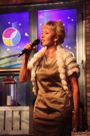 Aino Haavisto laulaa.