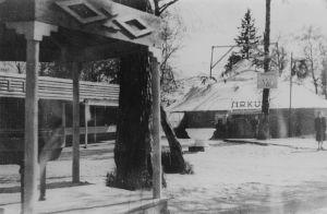 e: Yleisnäkymä Karhumäen rintamativolista, huvikentältä, 1942-1944.