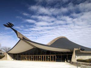 Arkkitehti Eero Saarisen suunnittelema Yalen yliopiston Ingalls Rink -jäähalli