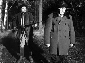 Anton Kustaa Laurila, Anttoo (Veikko Sinisalo). Magnus, paroni, jota esittää Runar Schauman elokuvassa Täällä Pohjantähden alla (1968).
