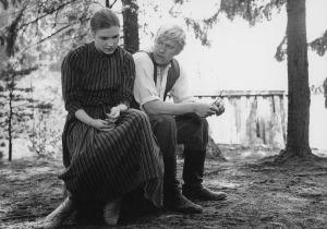 Elina ja Akseli (Titta Karakorpi ja Aarno Sulkanen) elokuvassa Täällä Pohjantähden alla (1968).