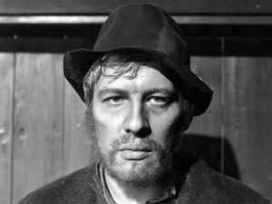 Akseli Koskela (Aarno Sulkanen) elokuvassa Täällä Pohjantähden alla (1968).