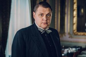 Oskari Tokoi (Jarkko Pajunen) nousi rengistä Suomen pääministeriksi - ja sai myöhemmin kuolemantuomion sekä punaisilta että valkoisilta.