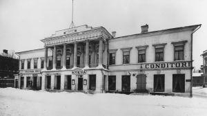 Åbo Akademis huvudbyggnad i början på 1900-talet.