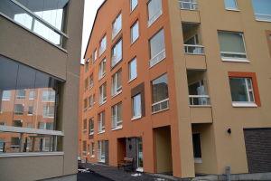 Stort byggnadsområde med färgfulla fasader.