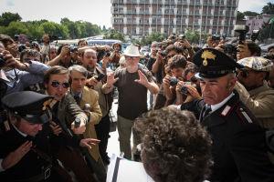 Ohjaaja Ridley Scott All the money -elokuvan kuvauksissa.