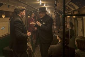 Winston Churchill Lontoon metrossa.