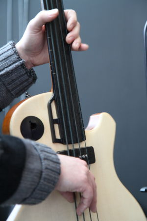 Mats Karlssonin rakentama basso.