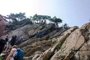 Patikoijia Bukhansan kansallispuistossa, Etelä-Koreassa