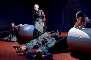 Foto från Veriruusut på KOM-teatern.