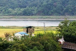 Demilitarisoitu alue Koreoiden välillä.