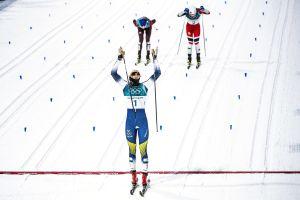 Charlotte Kalla vann OS-guld i skiathlon.