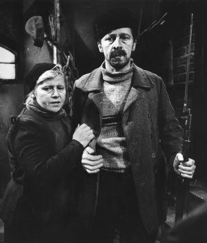 Näyttelijät Irma Tanskanen (Hilma) ja Veijo Pasanen (Lennu) tv-draamassa Lennu (1967).