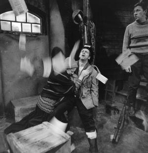 Näyttelijät Raili Veivo (Lyyti), Pekka Laiho (Jaakko) ja Veijo Pasanen (Lennu) tv-draamassa Lennu (1967).
