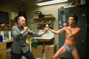 Michael Keaton ja Edward Norton tappelevat elokuvassa Birdman