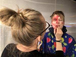 Normal Life -yhtyeen Miikka Koivisto maskeerattavana