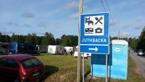 Trafikmärke på Juthbackamarknaden.