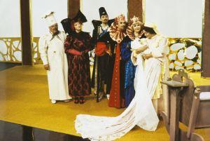 Juhani Kumpulainen (Mestarikokki), Liisamaija Laaksonen (Kunigunda), Pekka Autiovuori (Hovimarsalkka), Tauno Söder (Kuningas), Maija-Leena Soinne (Kuningatar), Marita Nordberg (Lastenhoitaja) Televisioteatterin Prinsessa Ruusunen -elokuvassa 1982.