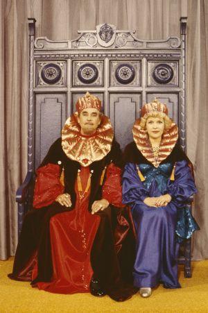 Prinsessa Ruususen vanhemmat kuningas (Tauno Söder) ja kuningatar (Maija-Leena Soinne) Televisioteatterin Prinsessa Ruusunen -elokuvassa 1982.