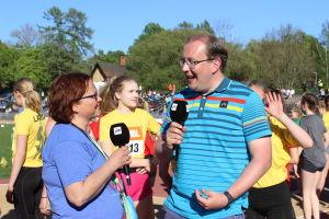 Antti Koivukangas intervjuar Lena Hindström-Pesu, Stafettkarnevalen 2018.