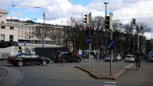 Korsningen mellan Mannerheimvägen och Södra Esplanaden.