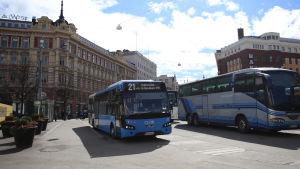 Buss 21 vid skillnaden.