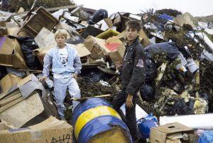 Kaatis-sarjan Ville (Jarno Jokinen) ja Tommi (Pasi Pitkäaho) katopaikalla 1988.