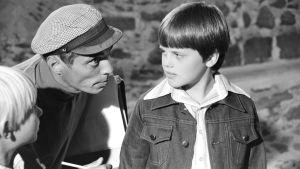 Vili Auvinen ohjaa Antti Majanlahtea ja Janne Auvista (1977).