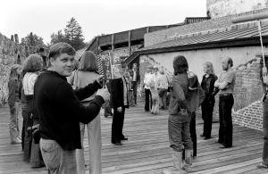 Kameramies Hannu Järveläinen työssä (1977).