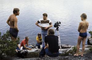 Äänisuunnittelija Eino Lehtinen, ohjaaja Vili Auvinen, kuvaussuunnittelija Mauri Aalto, kameramies Hannu Järveläinen ja äänisuunnittelija Markku Mäkinen työssä (1977).