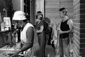 Eila Roine, Liisa Roine ja Seppo Mäki tv-draamassa Seikkailu Olavinlinnassa (1977).