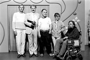Ilmari Saarelainen, Neil Hardwick, Jykä Pietinen, Tuija Ernamo ja Kalle Könkkölä Kynnys ry:n palkintotilaisuudessa (1986).