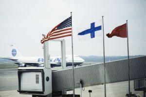 Flaggor på Helsingfors-Vanda flygplats, 1990