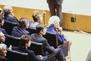 Barbara Bush och Raisa Gorbatjova bland publiken, 1990