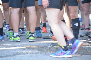 fötter med joggingskor