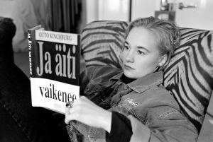 Helena Kallio tv-elokuvassa Hiljaiset laulut (1994).